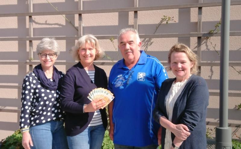 Spendenübergabe Löwen-Fanclub Frontenhausen